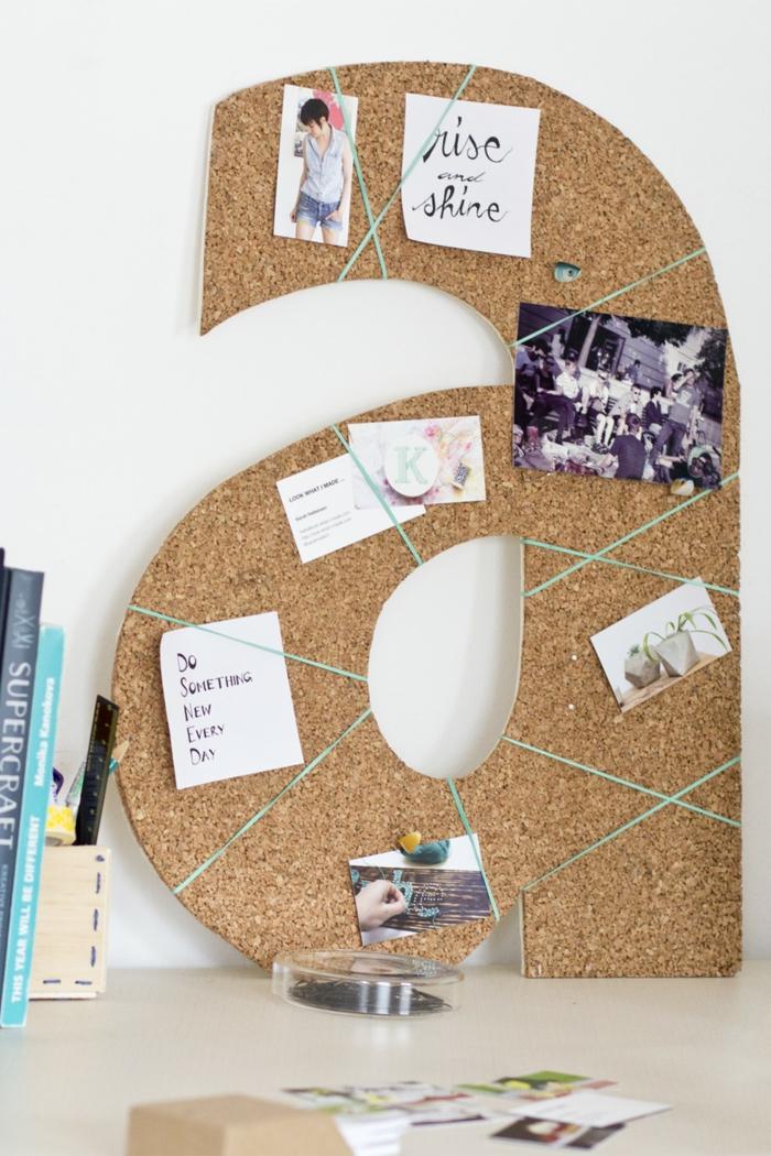 pinnwand in form von buchstaben selber bauen, fotos, zettel