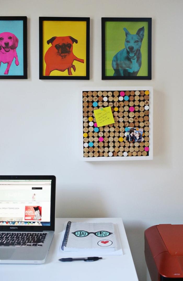 arbeitszimmer, wanddekoration, bilder mit hunden, diy pinnwand aus weinkorken