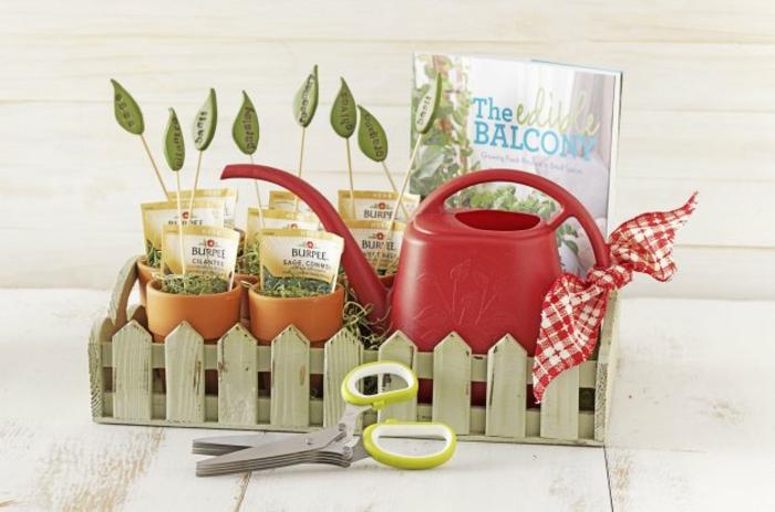 am Balkon kann man auch Gemüse züchten - Geschenkkorb selber zusammenstellen für Hobbygärtner