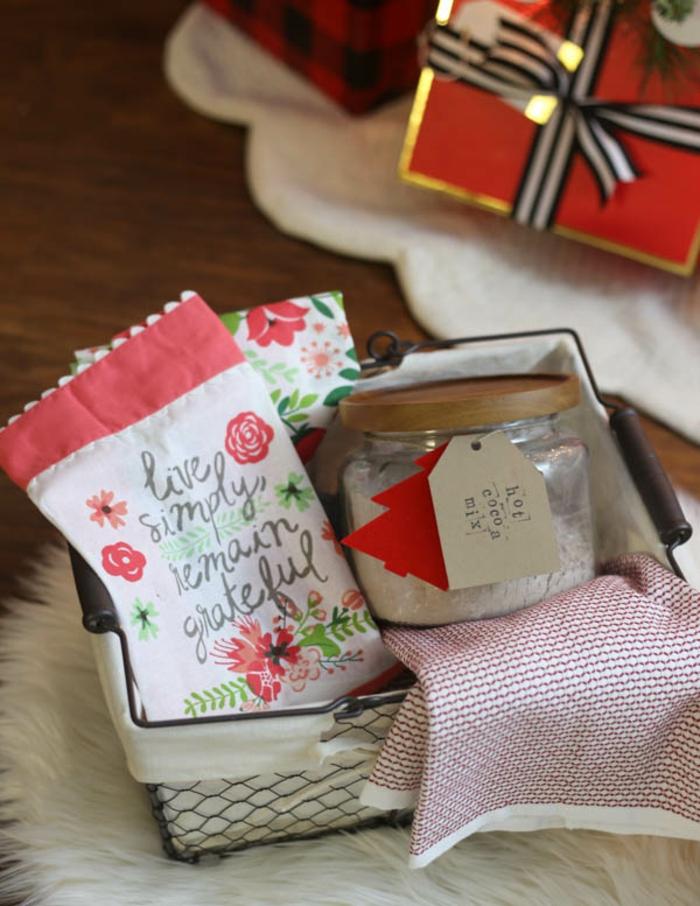 schöne Botschaften auf selbst genähte Tütchen und heiße Schokolade Mix - Geschenkkorb Inhalt