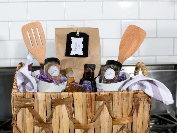 ein Geschenkkorb zum Frühstück Picknick selber erstellen - Tüten usw.