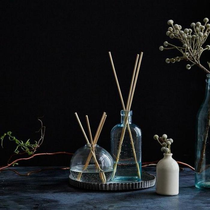 duft und raum, glasflaschen, basen, zweige, dekoartikel, raumerfrischer