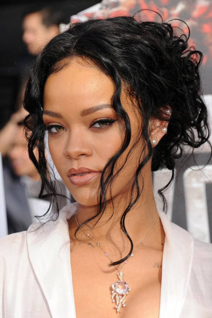 frisuren bilder von rihanna die besten momente der. Black Bedroom Furniture Sets. Home Design Ideas