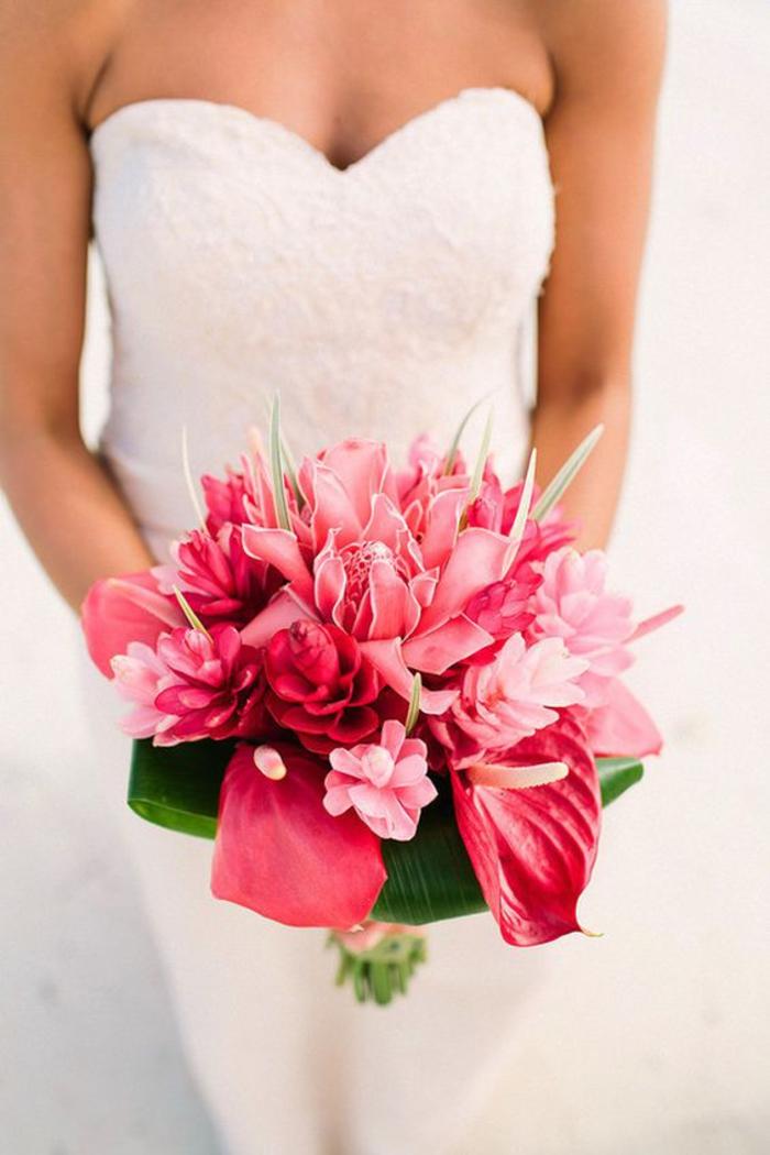 extravaganter und sehr toller Hochzeitsstrauß in Rosa, Ideen für Sommerhochzeit