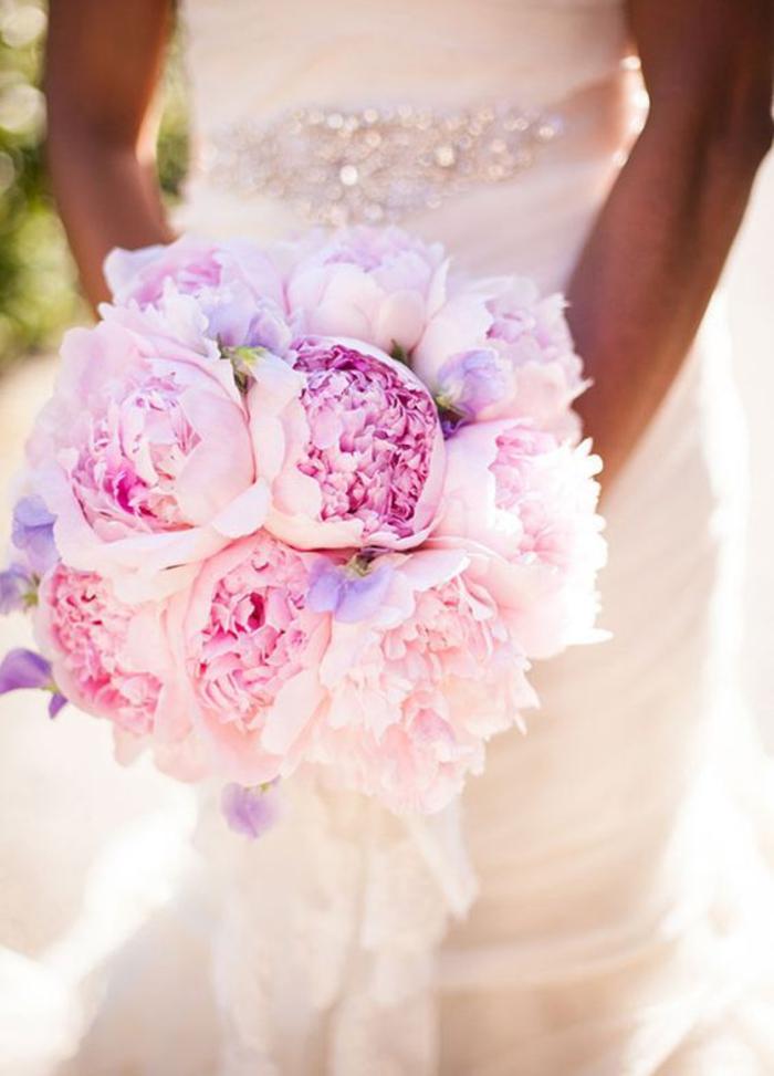 runder Hochzeitsstrauß, rosa Pfingstrosen, schöne Ideen für Hochzeit in Rosa