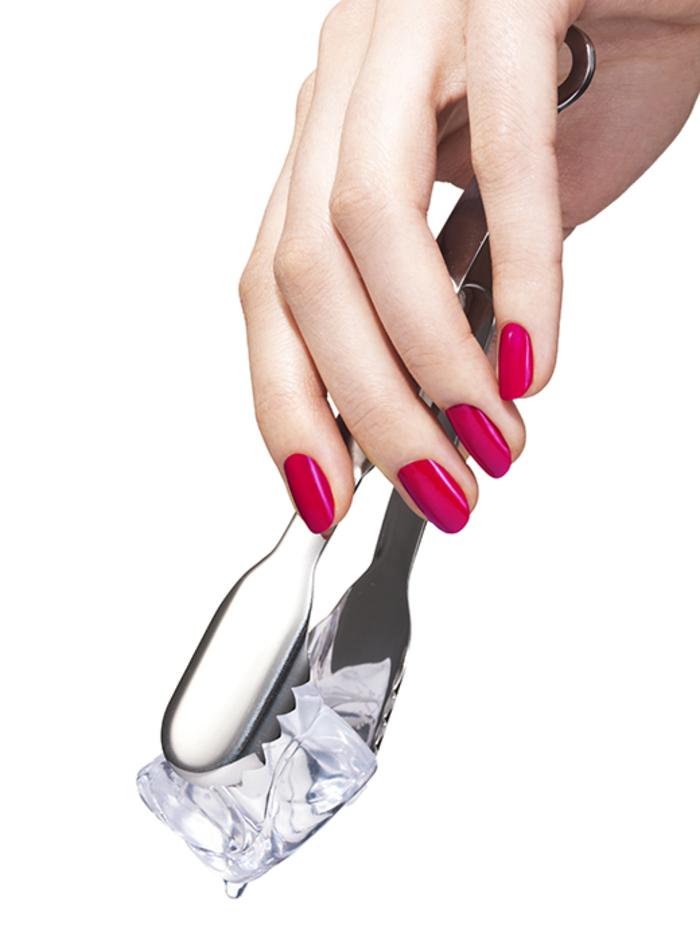roter Nagellack, schlichte und schöne Fingernägel, Maniküre für Damen mit Stil
