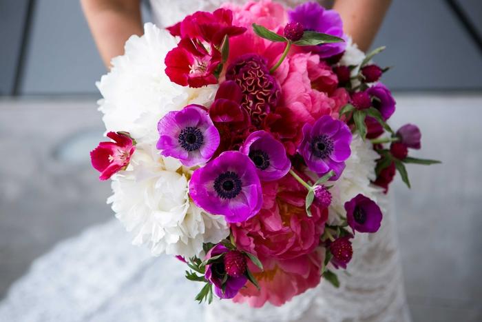 Hochzeitsstrauß in Lila, Rosa und Weiß, Biedermeierstrauß für Sommerhochzeit