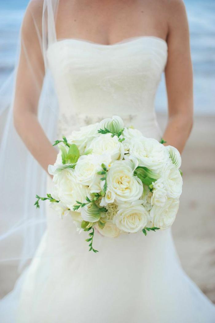 weißer Hochzeitsstrauß, Ideen für Sommerhochzeit, Biedermeierstrauß
