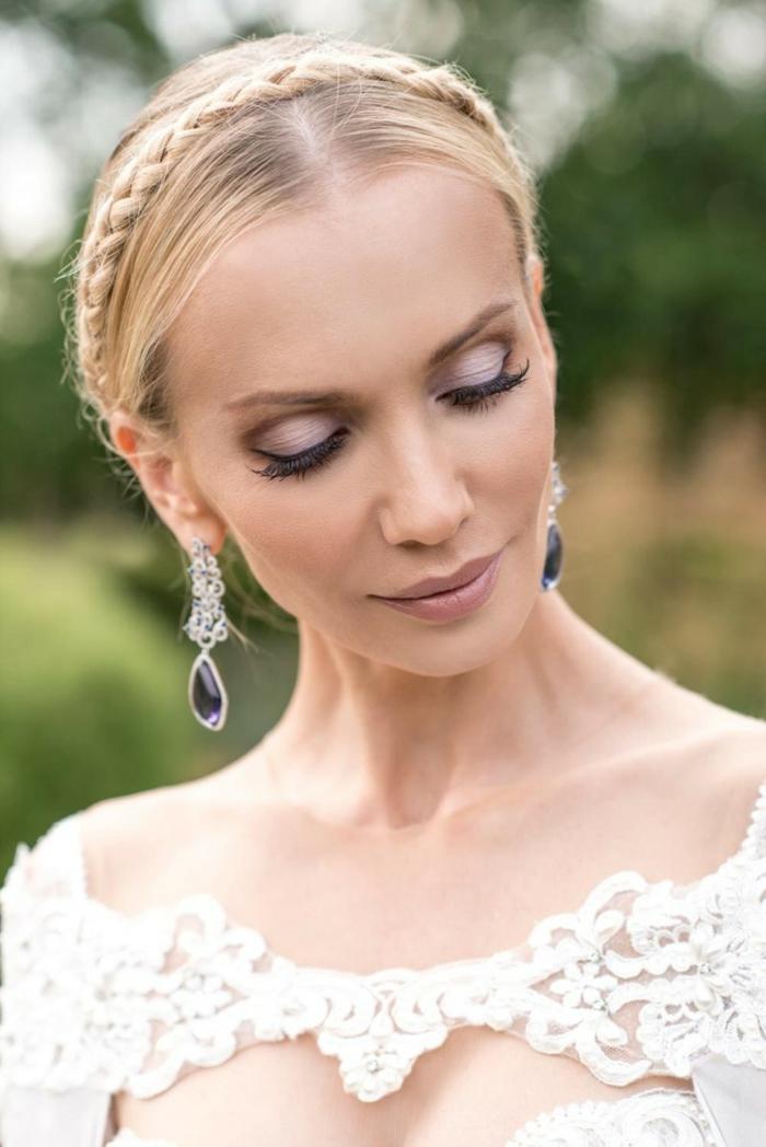 Brautfrisuren, Hochzeitsfrisuren, Braut mit langen Haaren, gesteckt hinten, Zopf über dem Kopf