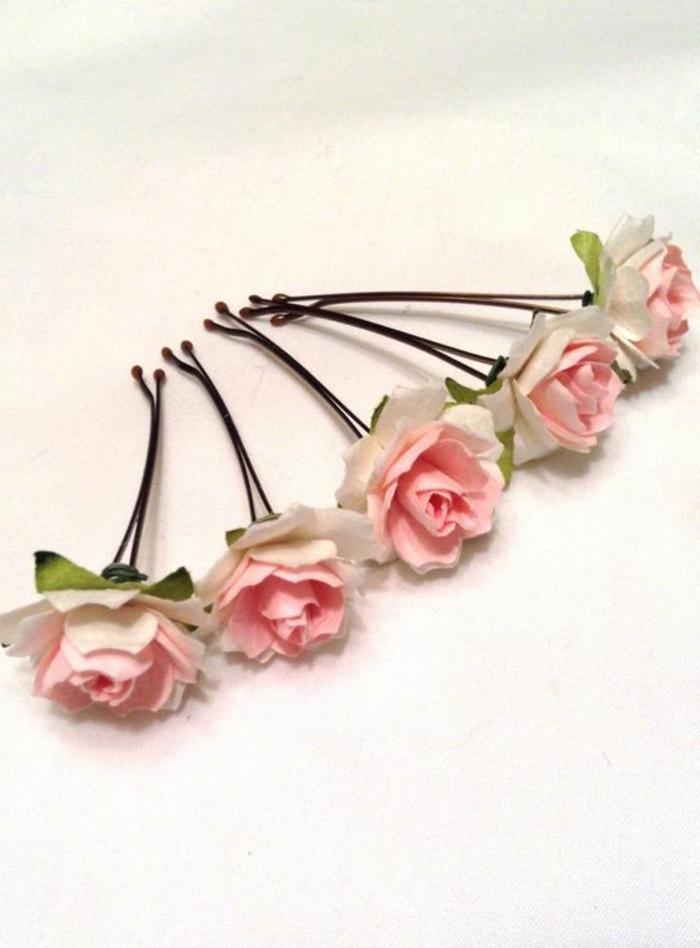 Haaraccessoires, schwarze Haarklammern mit kleinen weiß-rosa Rosen, DIY Haarschmuck aus Haarklammern