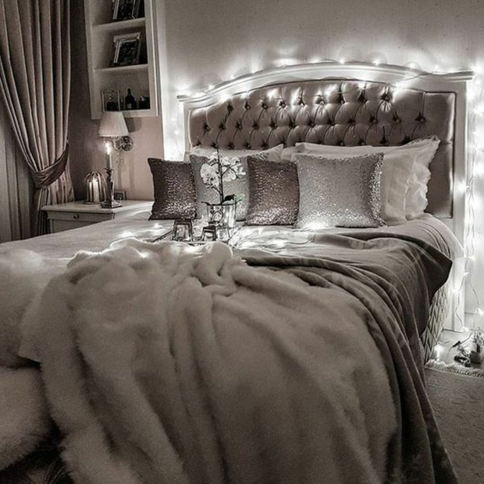 viele Deko Kissen perlengraue Decke, gepolstertes Bett - Schlafzimmer Ideen grau