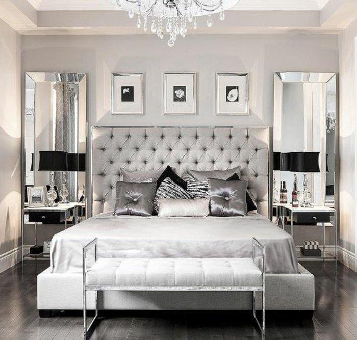 zwei Spiegel an den beiden Seiten des Bettes, graue Kissen - Schlafzimmer grau