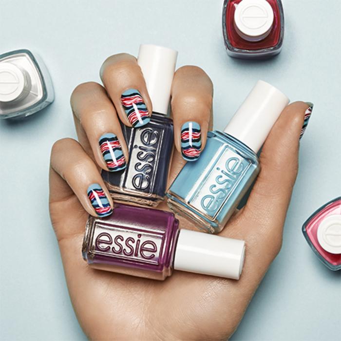 Sommer Nageldesign, Fingernägel mit schöner Dekoration in drei Farben