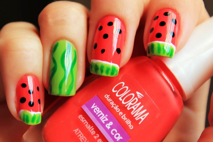 Wassermelone-Maniküre, Sommer Nageldesign in Rot und Grün, schöne und effektvolle Fingernägel