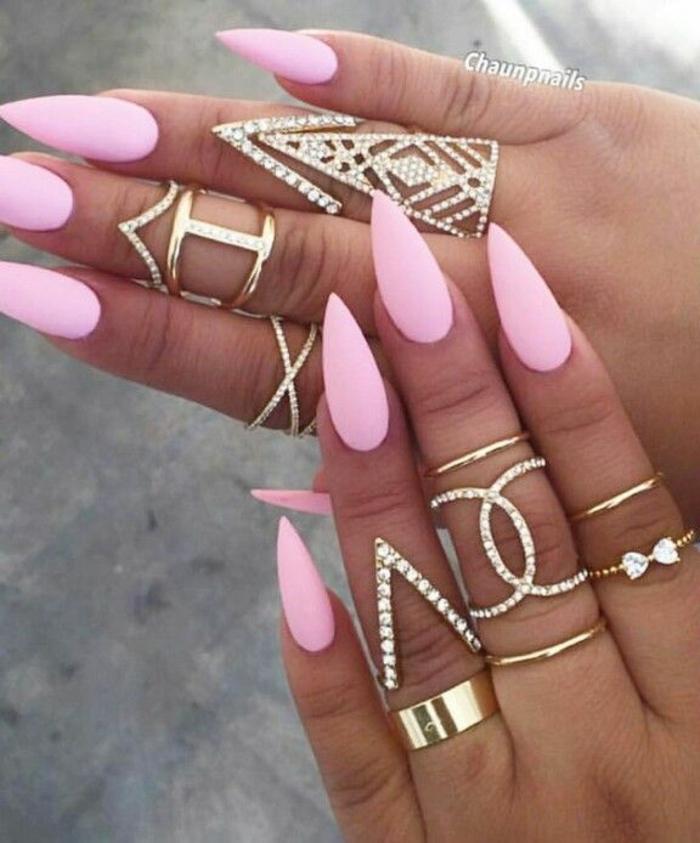 gel nägel spitz rosa nägel design idee goldene ringe mit steinen nageldesign mit steinen ideen schleife