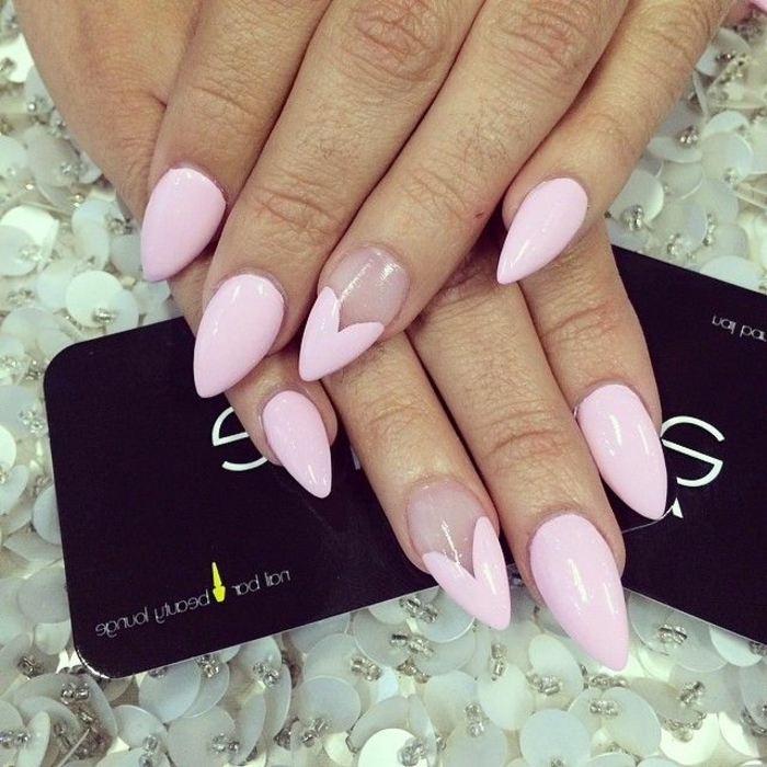 gel nägel spitz rosa elegante und dezente farbe herzchen dekoration dekoideen für schöne nägel