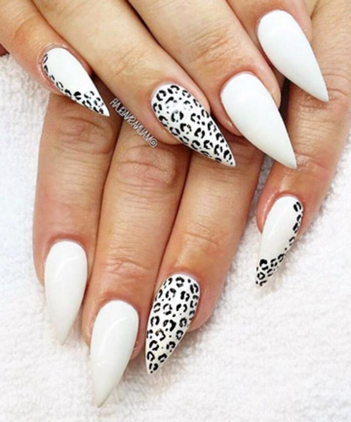 nailart spitz ideen mit weißem nagellack und leo print in schwarzer farbe dekorationen schön für nägel