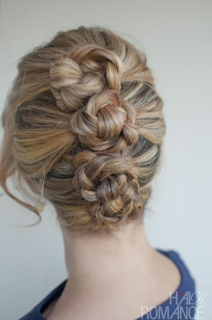 Abendfrisuren, Steckfrisuren mit vier Haarblumen aus vier Zöpfen, frei fallende Strähnen auf der linken Seite