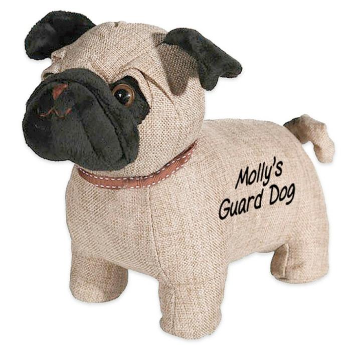 ein Mops Hund mit einem braunen Halsband als Türstopper selber machen