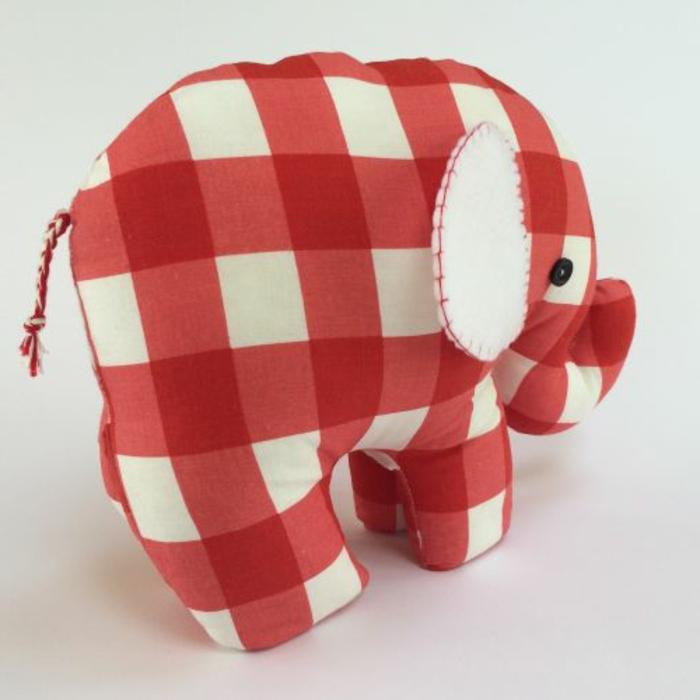ein Elefant kariert in roter und weißer Quadraten weiße Ohren und schwarze Augen - Türstopper Sack