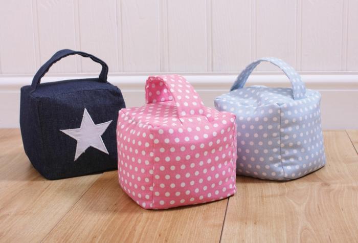 Türstopper Sack drei Würfel in verschiedenen Farben - rosa, blau und dunkelblau