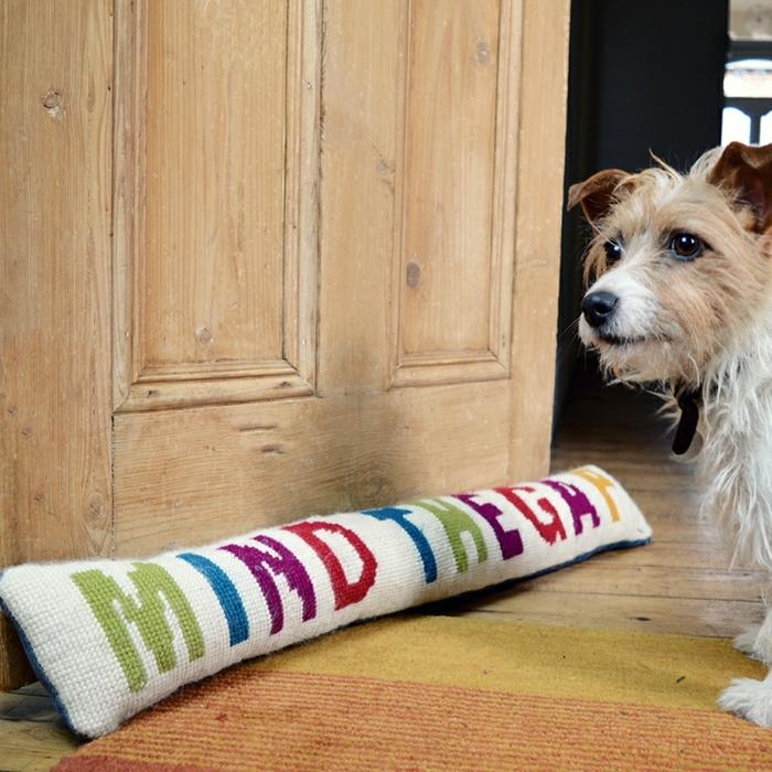 Türstopper Sack mit einer lustigen Aufschrift Mind the Gap und niedlicher Hund