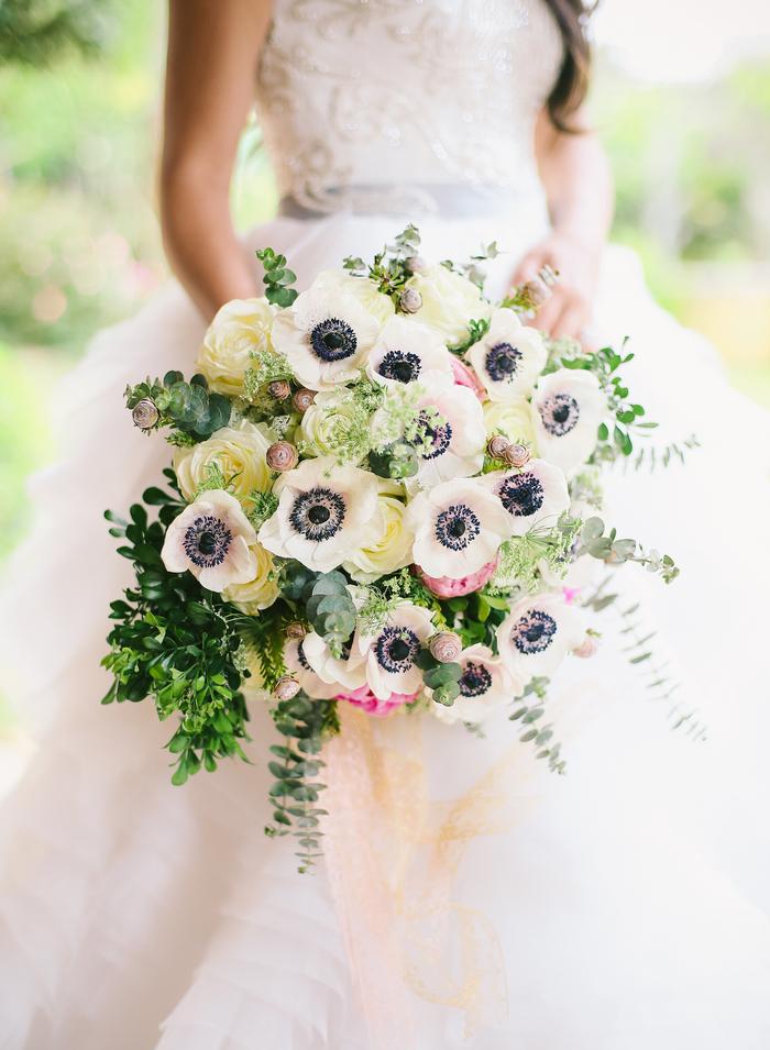 Hochzeitsstrauß in Weiß und Grün, Brautstrauß mit Mohn, Ideen für Sommerhochzeit
