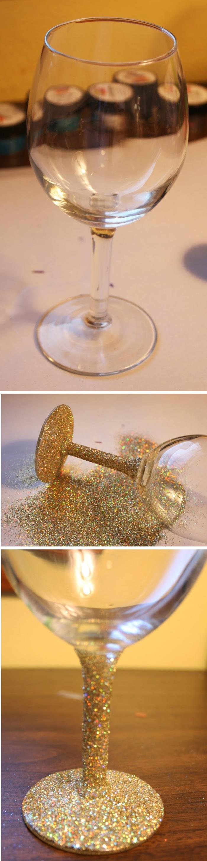 weinglas mit goldenem glitzer verzieren, glasstiel dekorieren