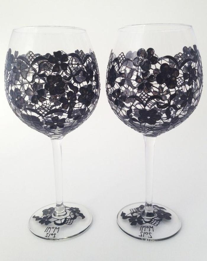 gläser mit scharzem maker verzieren, spitze, blumen, diy