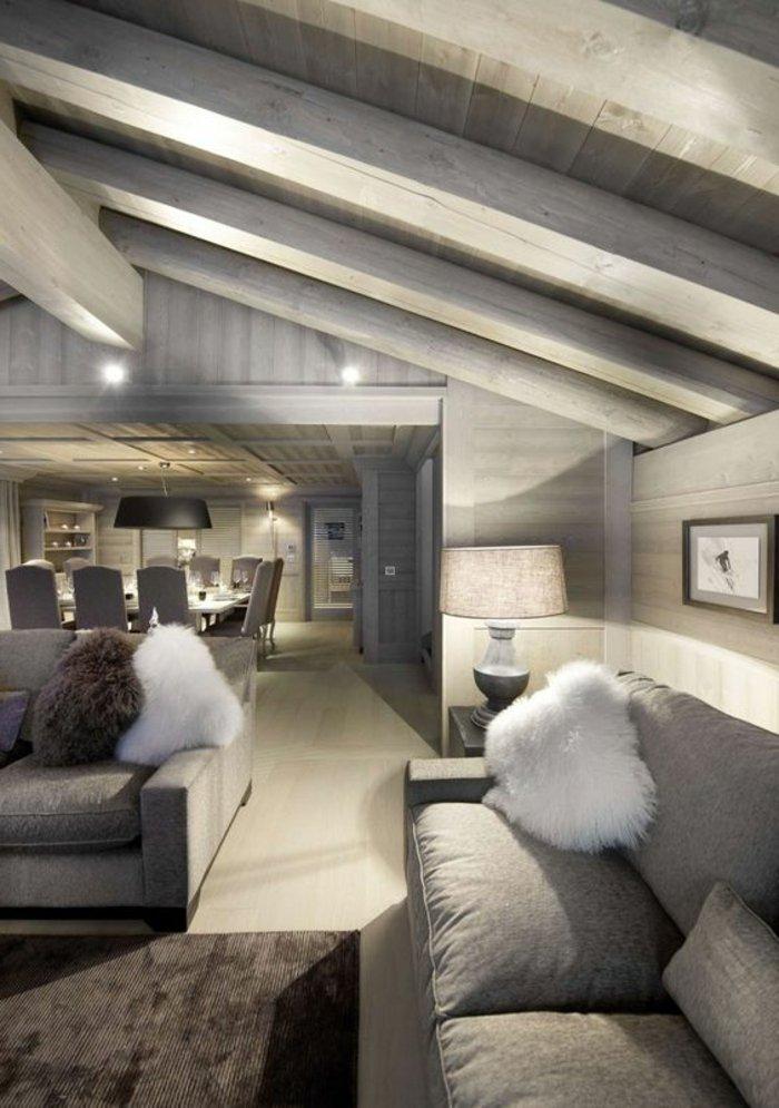 eine Stehlampe mit verschiedenen Lichten - Wohnzimmer in grau, zwei Sofas
