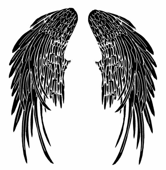 das ist eine unserer inspirierenden ideen für einen tattoo mit schwarzen engelsflügeln mit langen federn