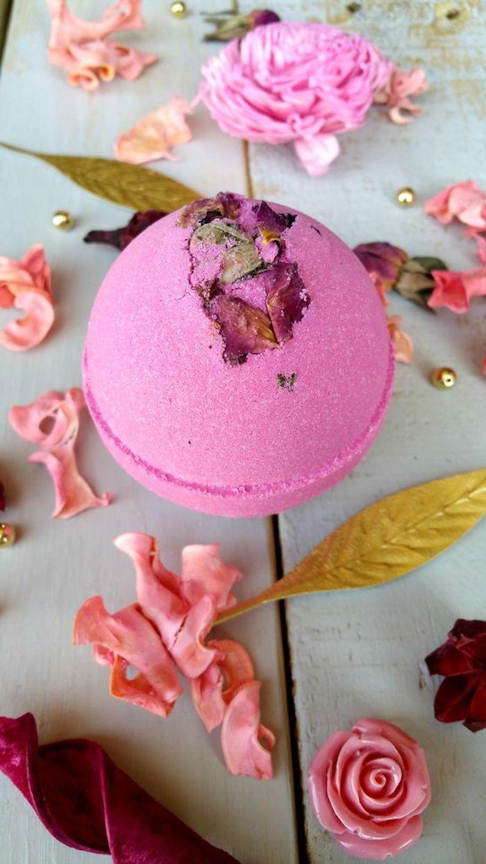 badekugeln selber machen, rosen, getrocknete blumenblätter