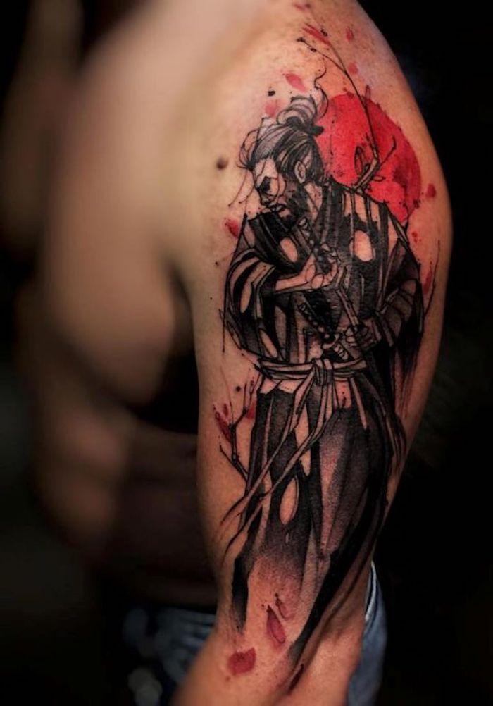 japanische krieger, mann mit schwarzen haaren, rote sonne, blumenblätter