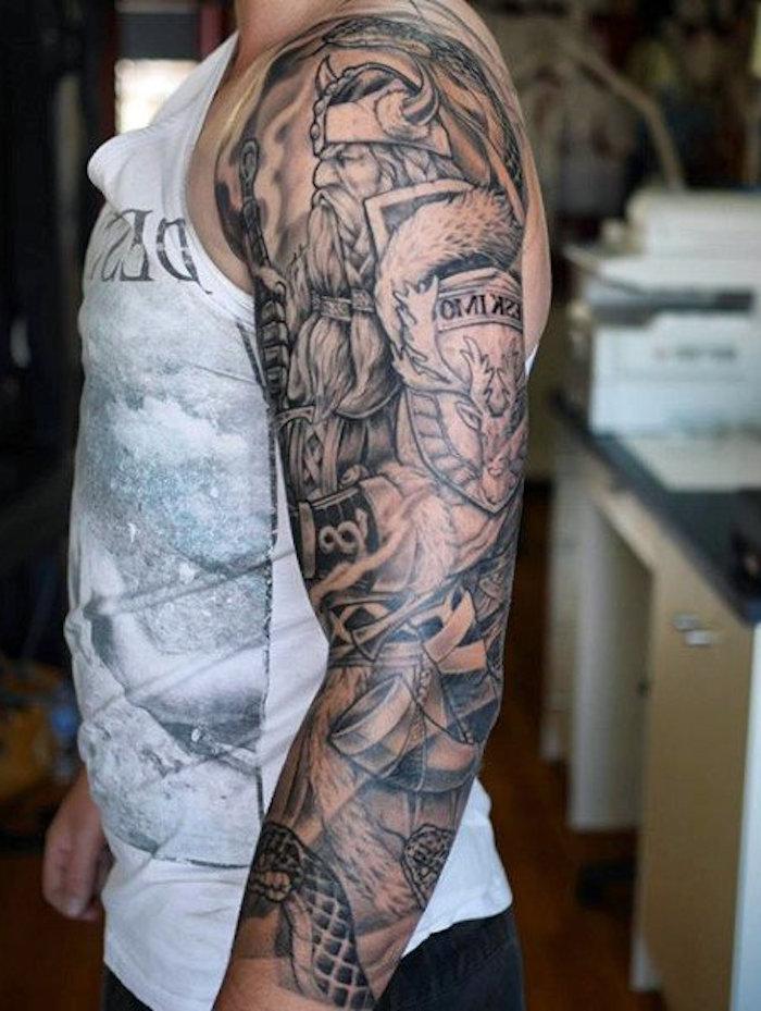 viking tattoo, tattooärmel, ärmel, in schwarz und grau, mann