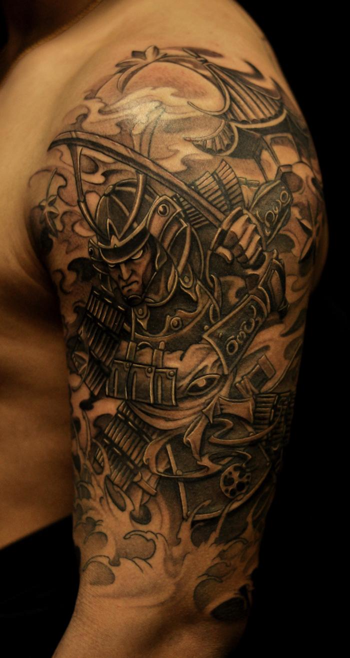 kämpfer tattoo, japanische tätowierung, helm, katana, samuraischwert