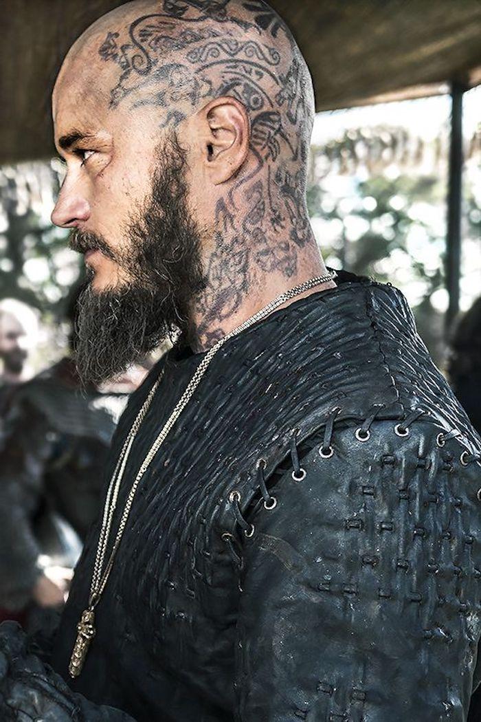 viking tattoo, mann mit langem bart, kopf tätowieren
