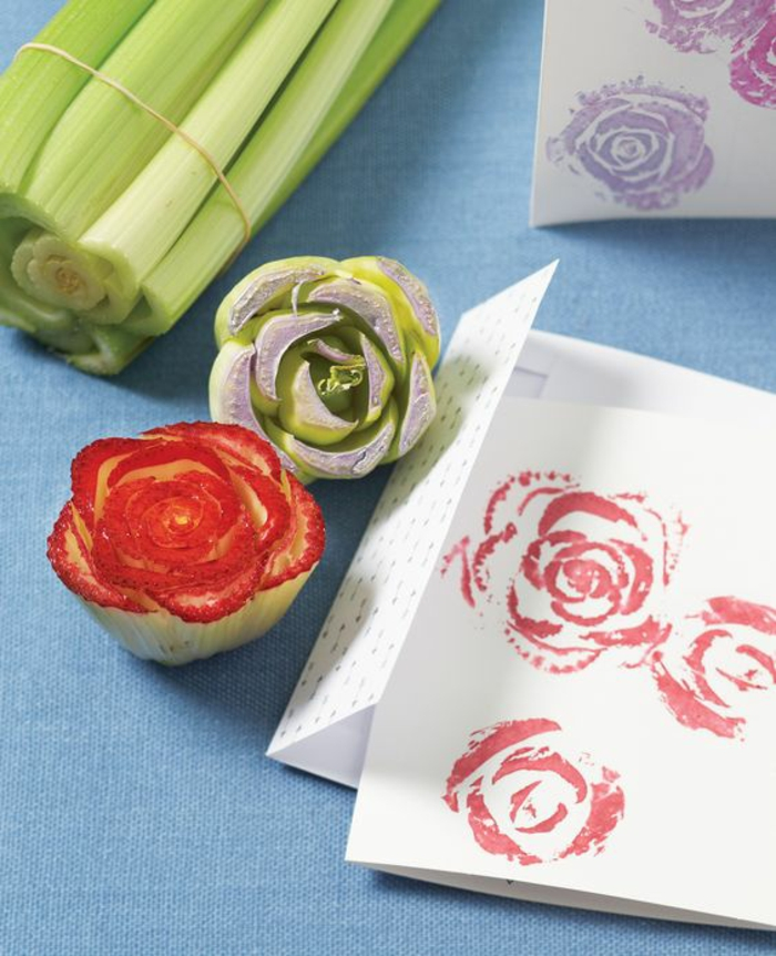 stempel aus gemüse in form von rosen, papier stempeln