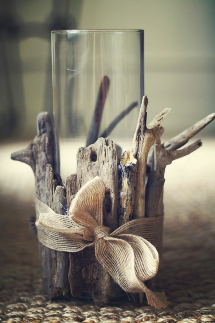Tisch oder Fensterdeko Treibholz mit Band verzieren Sommer Bastelidee