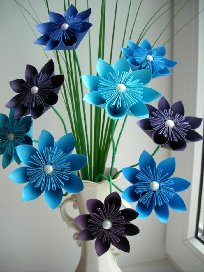 Papierblumen Origami Farbe Blau und Lila Vase in dem Landhausstil