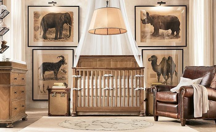 Babybett mit weißem Himmel, Babyzimmer mit afrikanischen Motiven, Möbel aus Bio-Holz