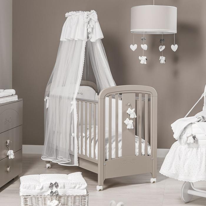 Babybett mit weißem Himmel und Mobilen, Holzbett mit Rollen, Ideen für Einrichtung