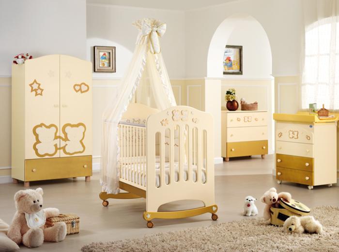 Babyzimmer in Gelb für Mädchen und Jungen, Himmelbett mit Rollen, Kuschelbären, Holzmöbel
