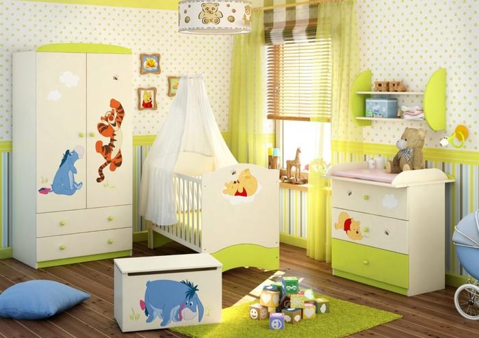 """Babyzimmer """"Pu der Bär, in frischen Tönen, Spielzeuge und Kuscheltiere, Himmelbett"""
