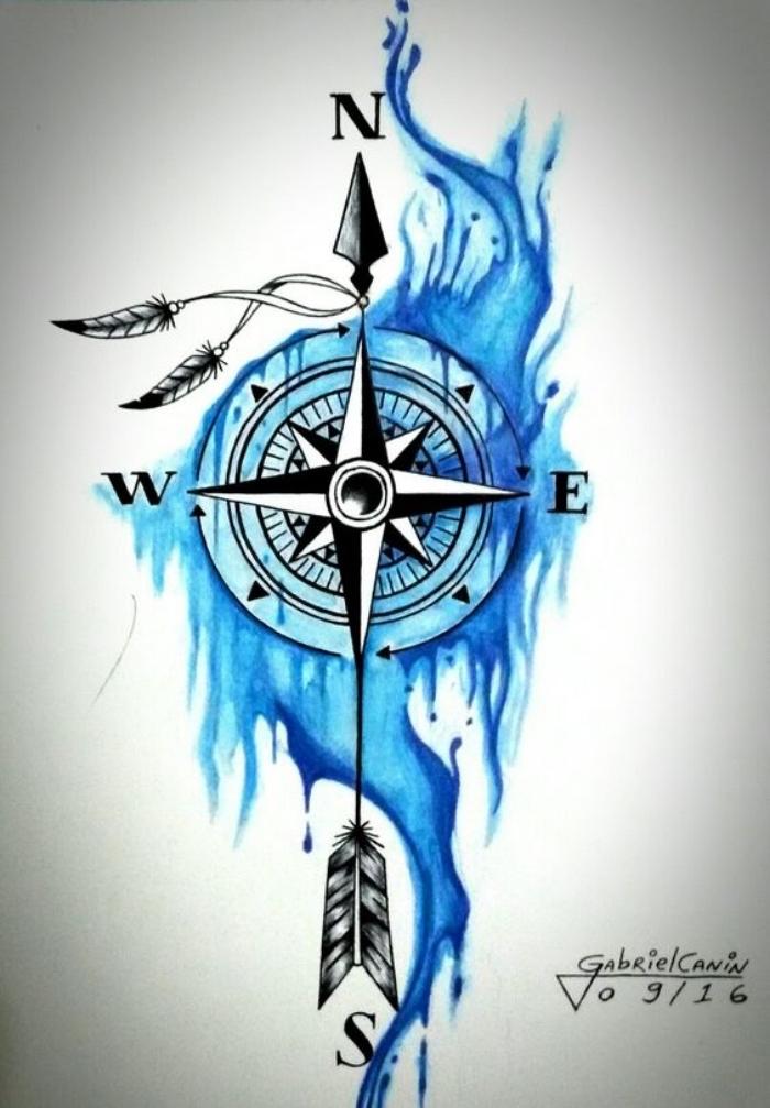 idee für eine schöne blaue große tätowierung mit einem großen schwarzen kompass mit zwei kleinen vogelfedern