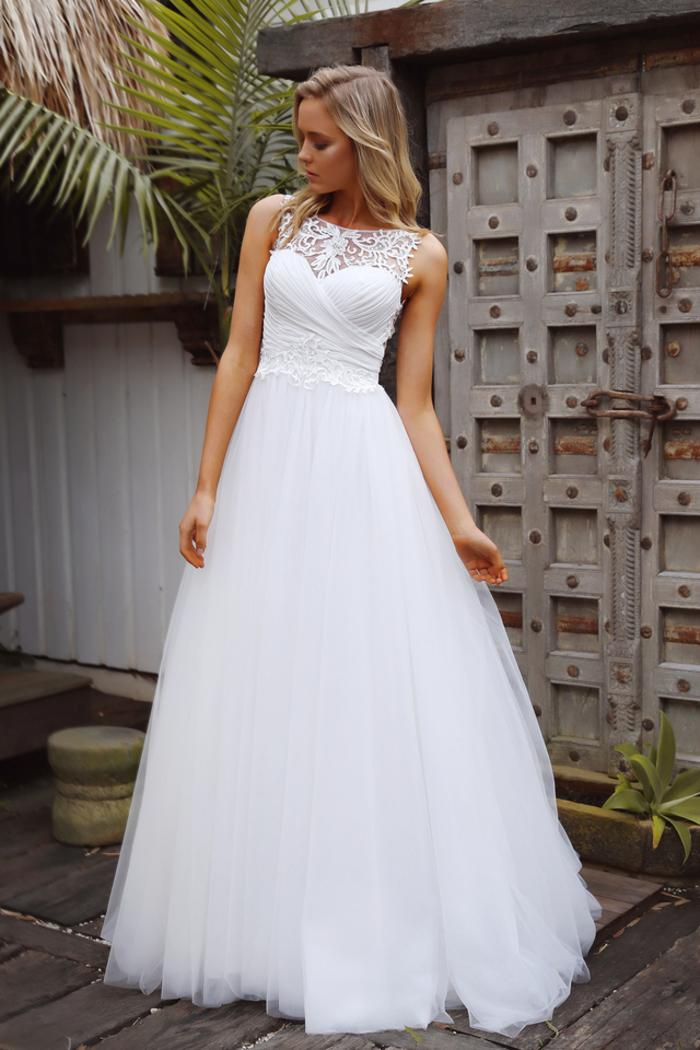 prachtvolles Brautkleid, Tüll und Spitze, ärmellos, weit und bodenlang, in Weiß