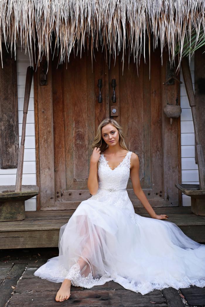 Sommer Hochzeitskleid, mit V-Ausschnitt, mit Trägern und langer Schleppe, Tüll und Spitze