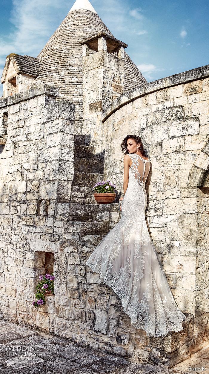 Spitzenkleid mit langer Schleppe, Meerjungfrau, luxuriöses Brautkleid, die Figur betonend