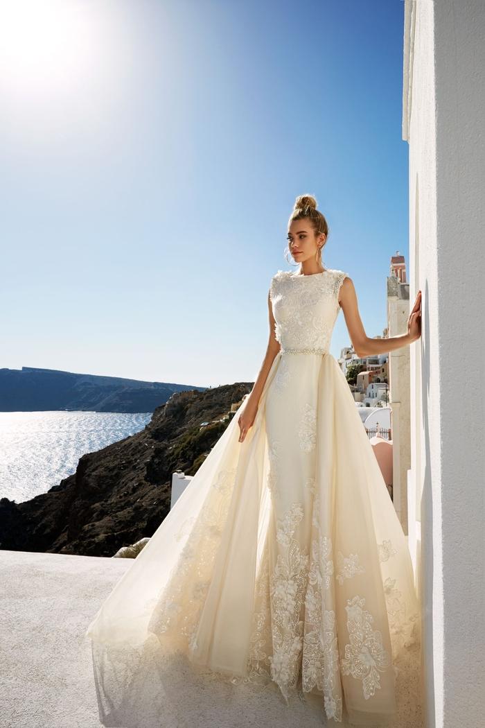 weites Brautkleid in Cremeweiß, ärmellos, mit Spitzen-Elementen, Prinzessinnen Hochzeitskleid