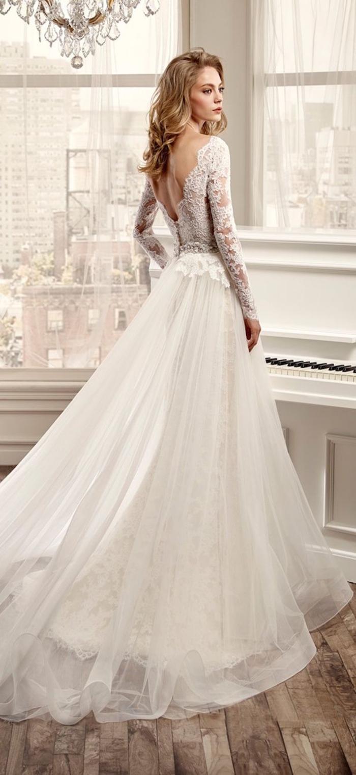 Prinzessinen Brautkleid mit Spitzen-Elementen und tiefem Rückenausschnitt