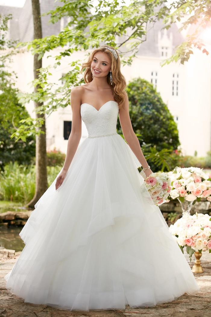 Prinzessinnen Brautkleid, trägerlos, mit Herz-Ausschnitt, weit und bodenlang